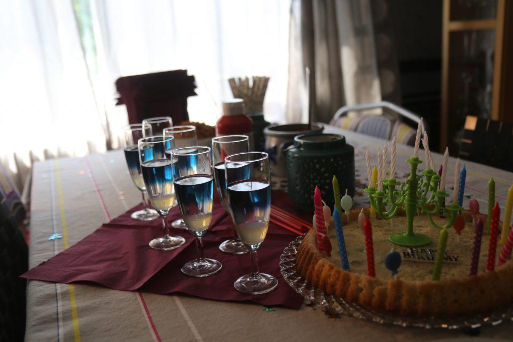 Gerührt, nicht geschüttelt- Farbwechsel-Cocktail (2)<br />Color changing Cocktail (2)